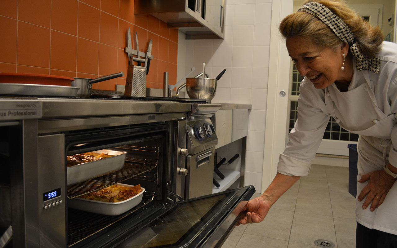 The Rome Campus's authentic Italian chef prepares a delicious meal for students.
